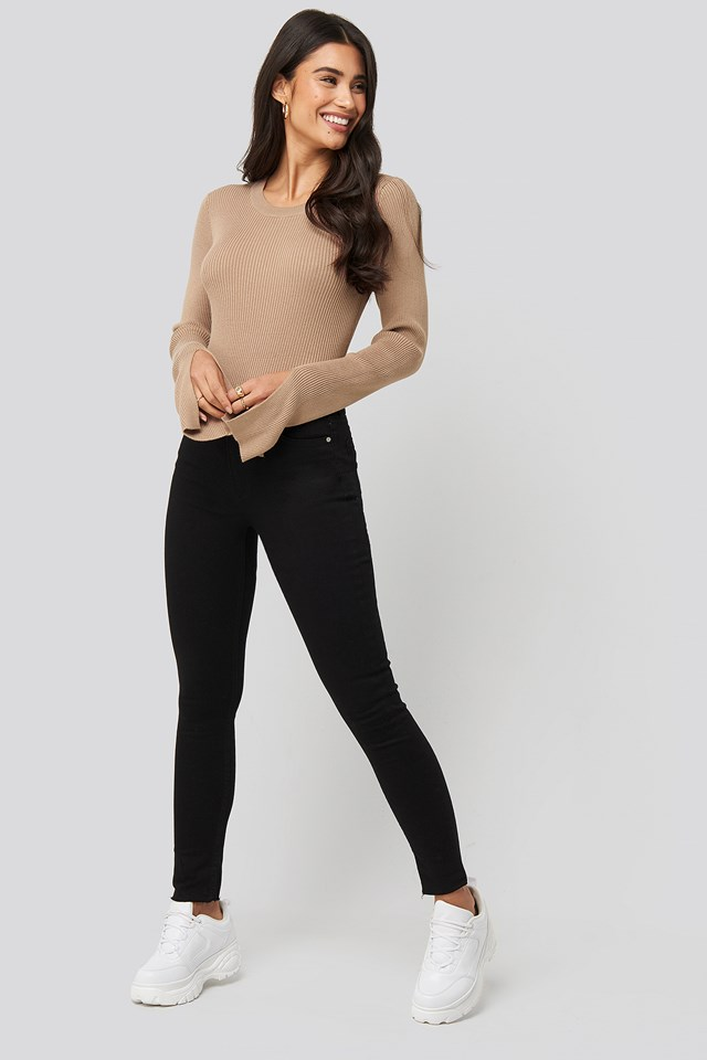 Highwaist Raw Hem Cropped Jeans Black