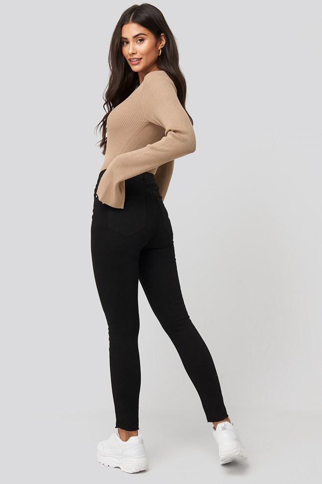 Highwaist Raw Hem Cropped Jeans Black