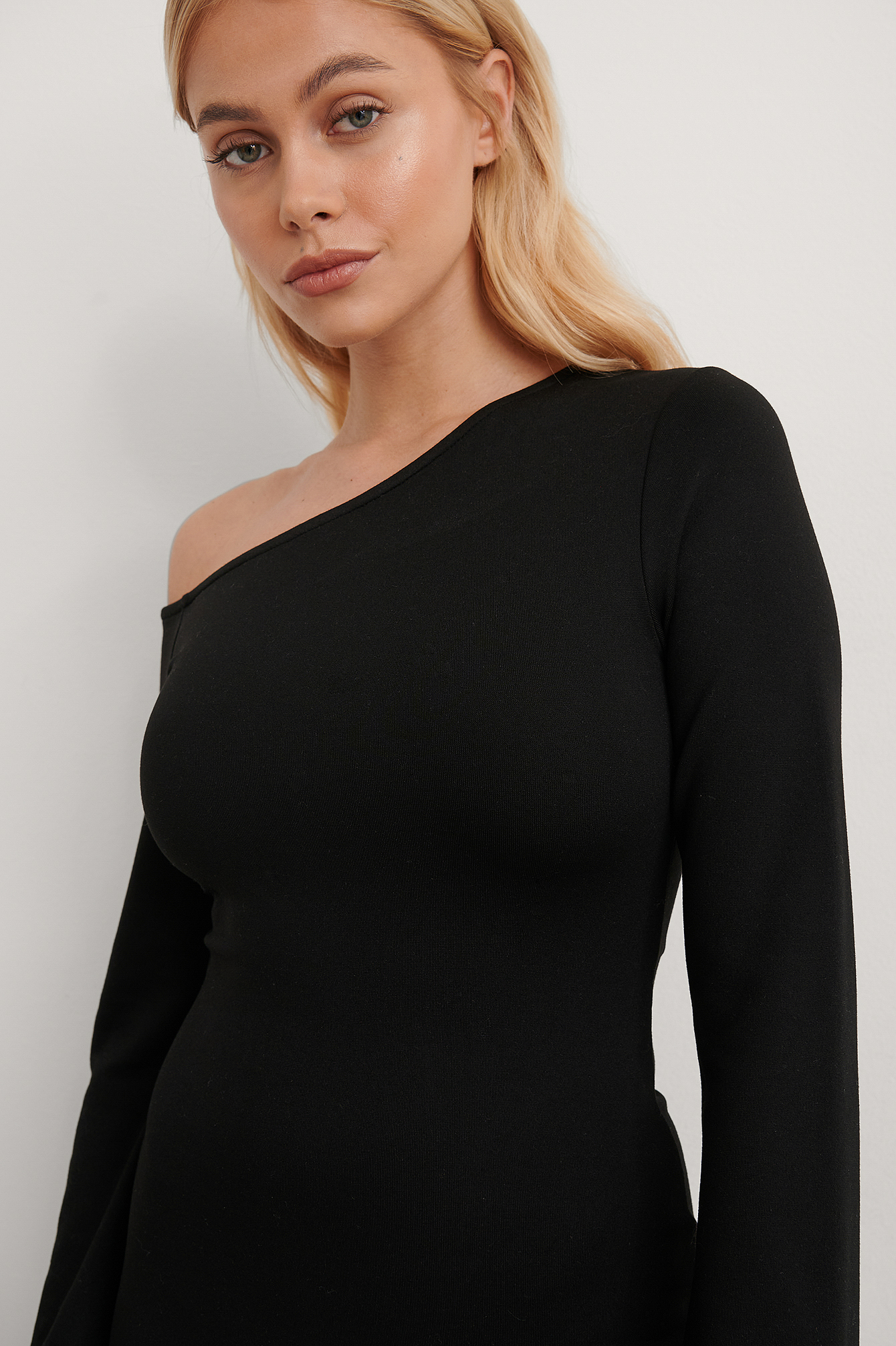 Black Asymmetric Shoulder Dress