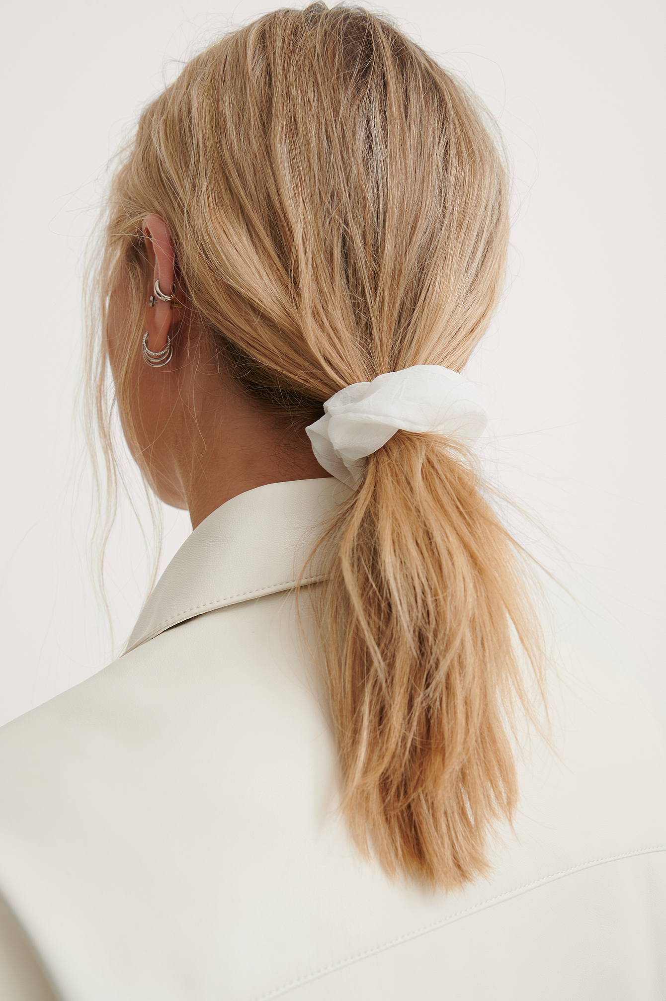 White/Grey Basic Woven Scrunchies (2-pack)