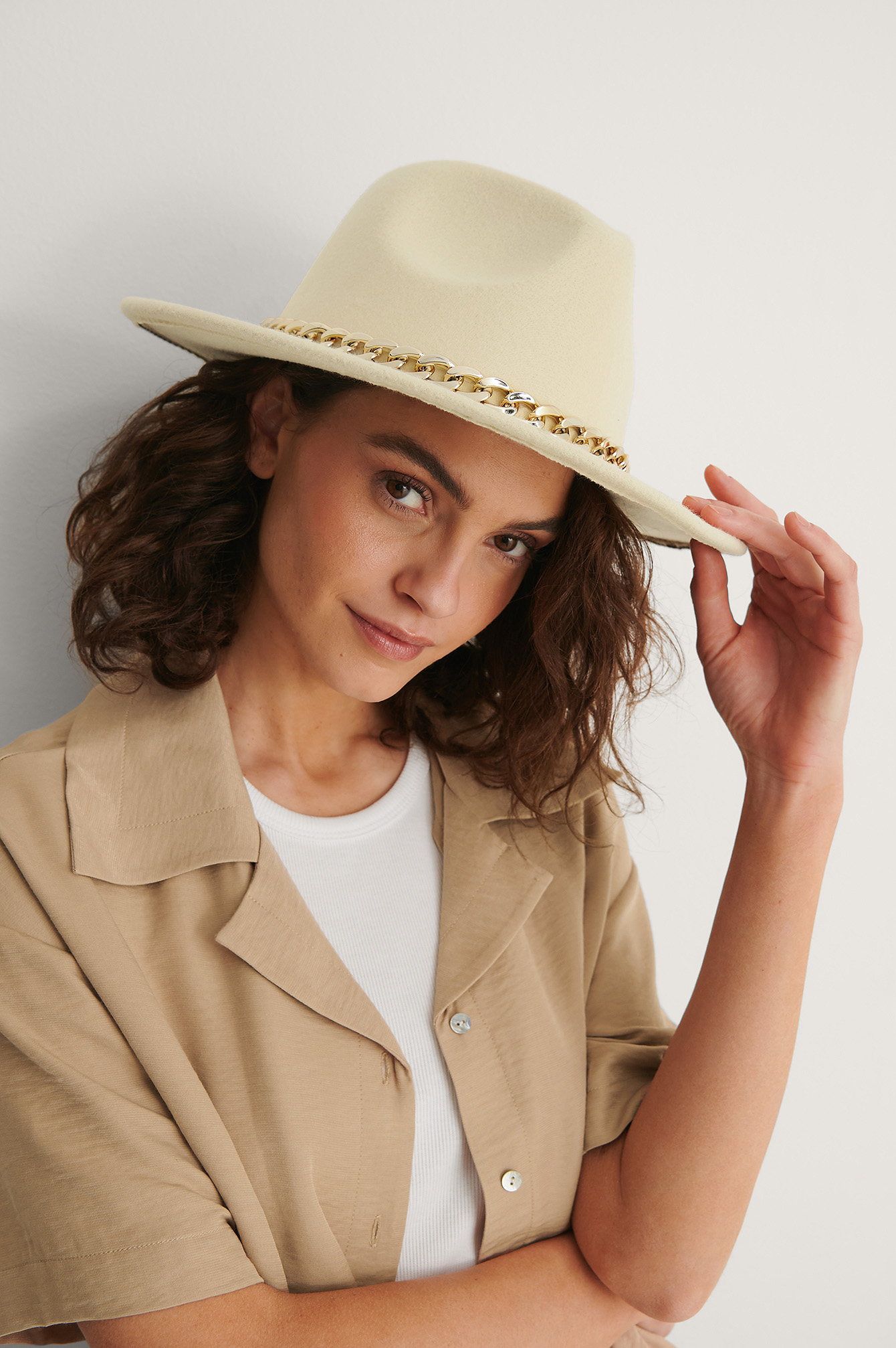 Beige Chain Detailed Fedora Hat