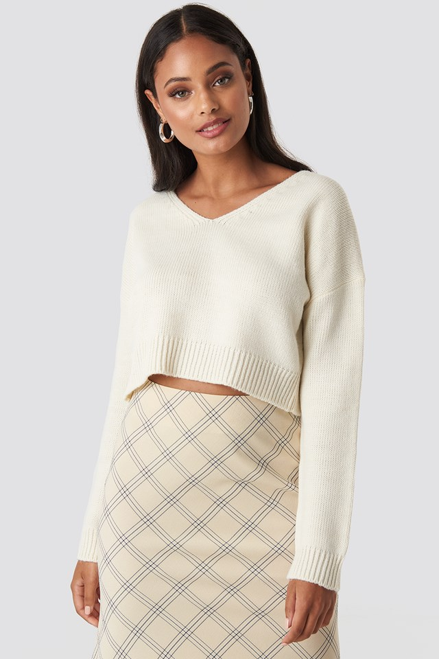 Cropped V-neck Knitted Sweater White