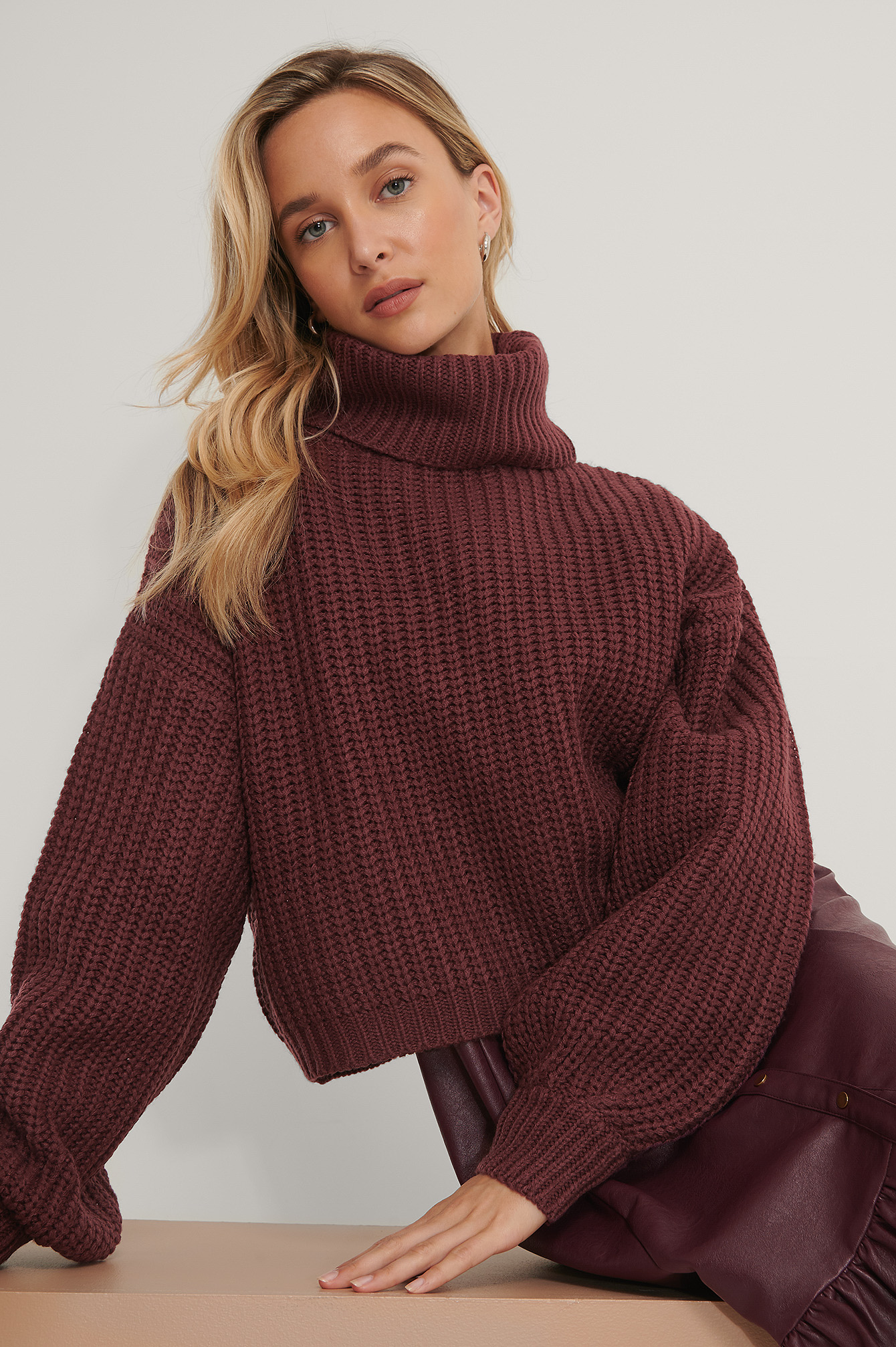 Burgundy High Neck Short Knitted Sweater