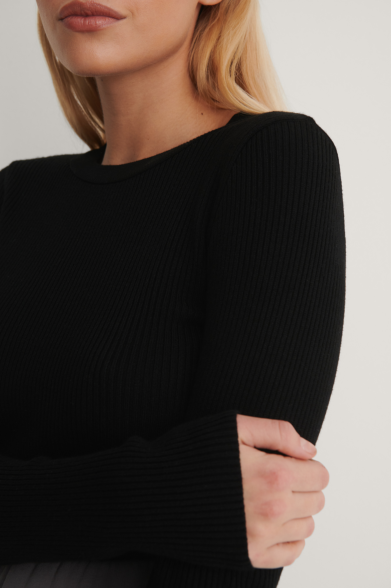 Black Ribbed Knitted Round Neck Sweater