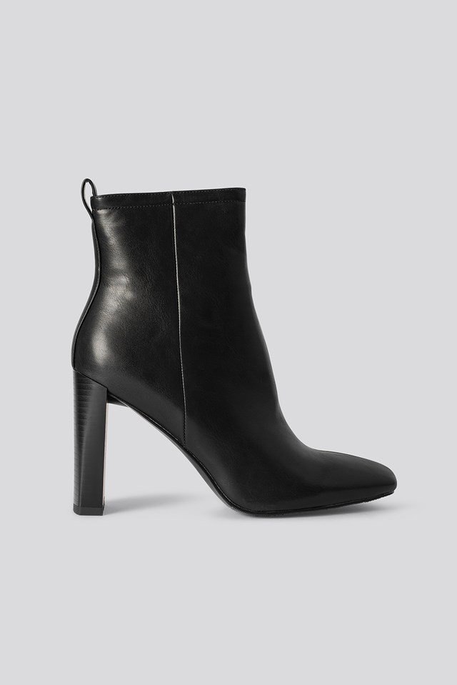 Squared Toe Slim Heel Boots Black