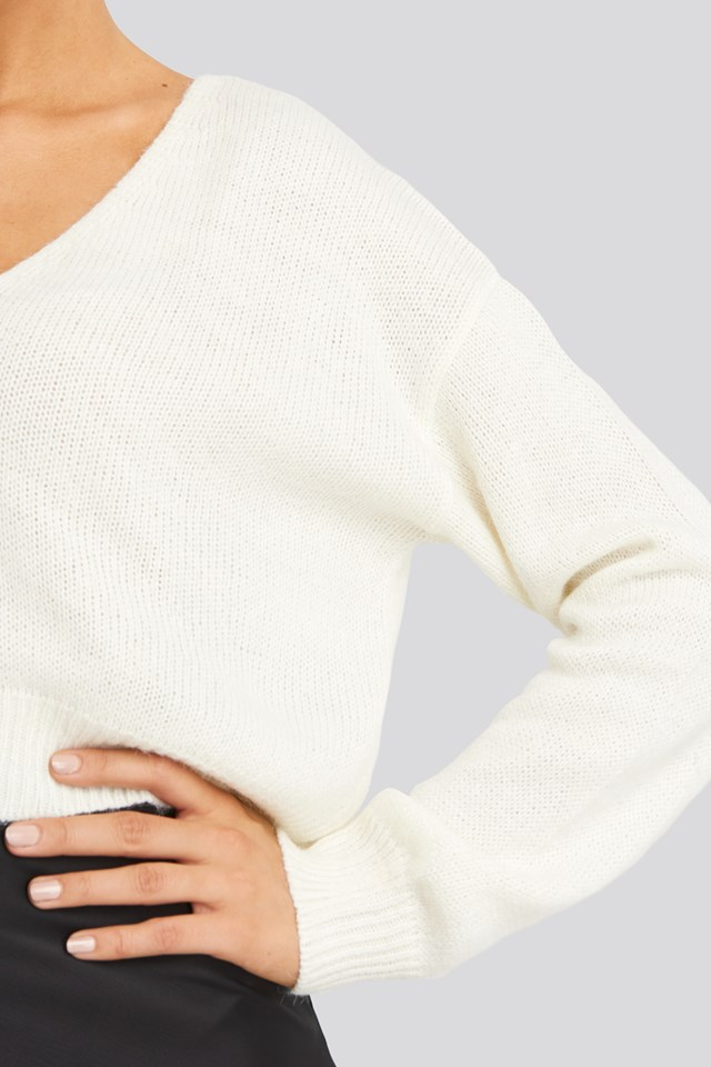 V-neck Cropped Knitted Sweater Offwhite