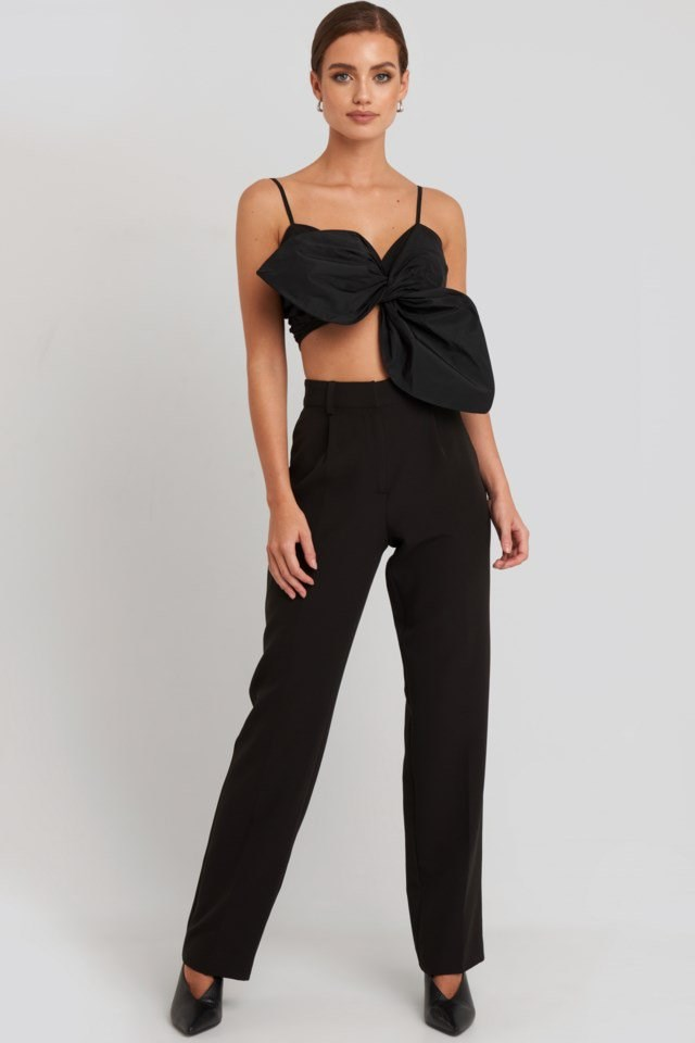 Front Knot Cami Crop Top Black Outfit