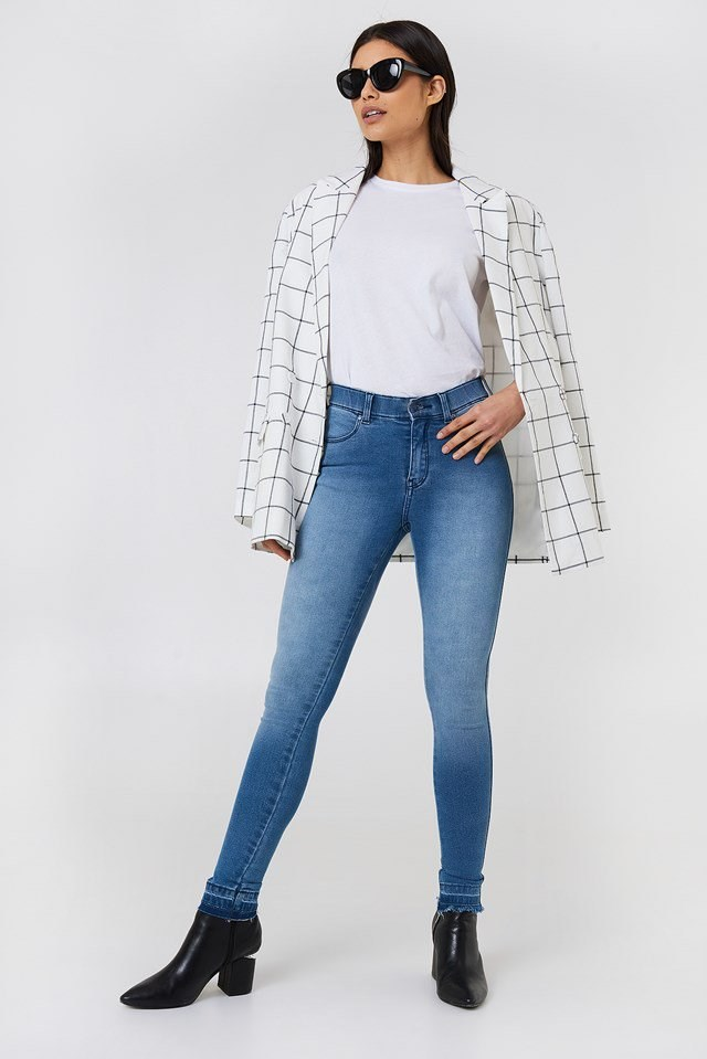 Jeans and Casual Blazer Outfit
