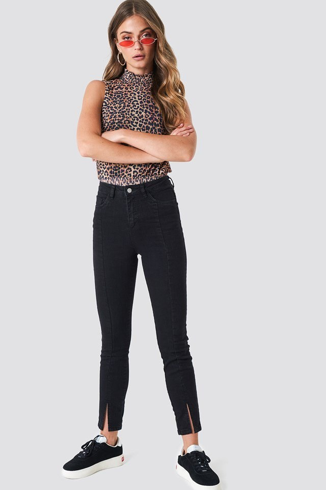Skinny Jeans Outfit with Pattern Top.