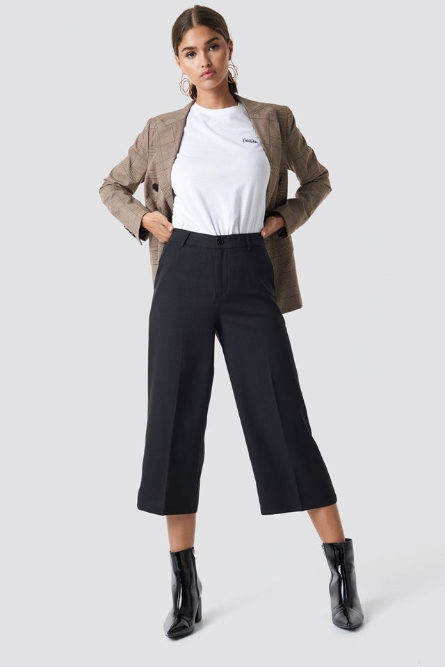 Cropped Black Pants X White Tee Outfit