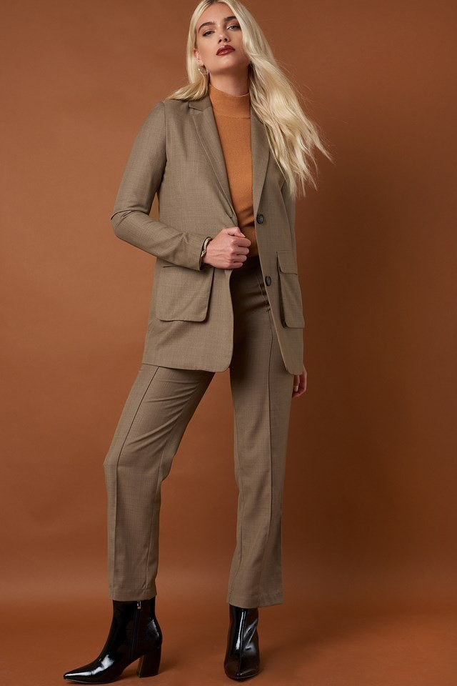Front Pockets Long Blazer and Pintuck Detail Suit Pants