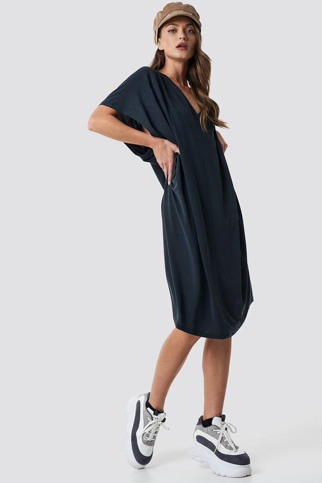 Gathering detail oversize dress, casual outfit