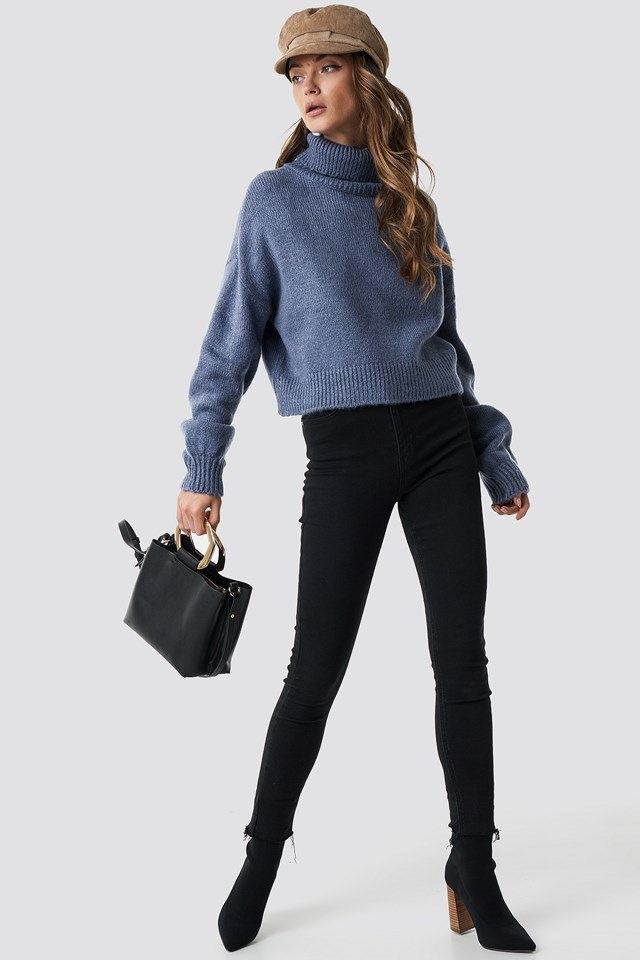 Cozy, blue knitted polo sweater outfit