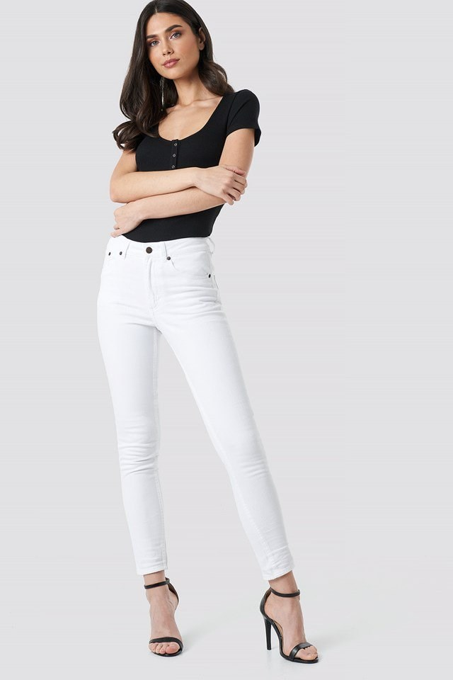 High Skin Jeans White Outfit