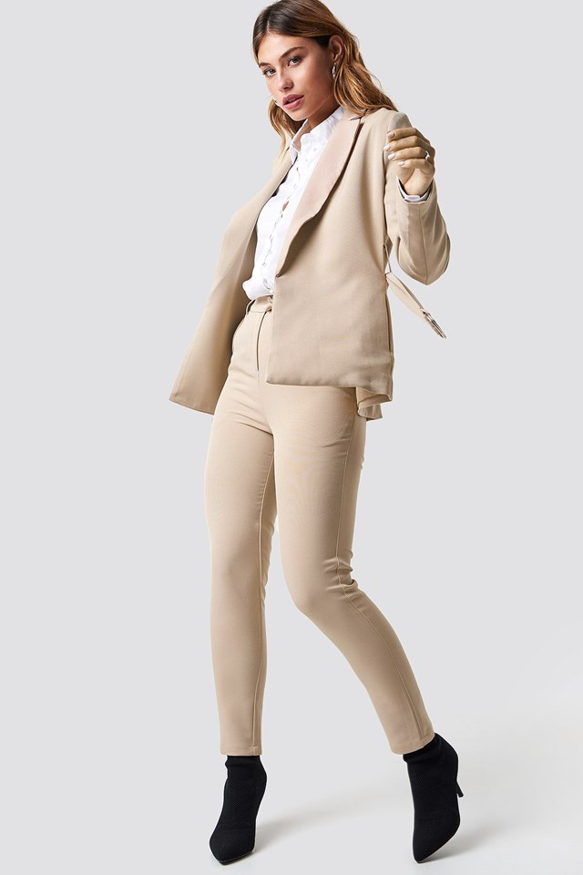 Buckle Belted Blazer Outfit