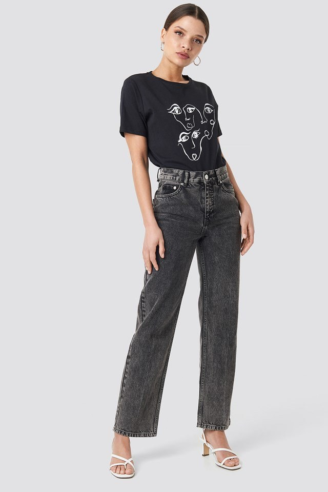 Face Printed Tee Black Outfit