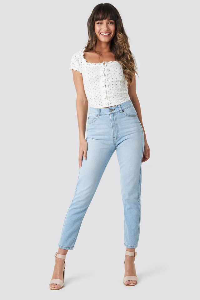 Nora Jeans Light Outfit