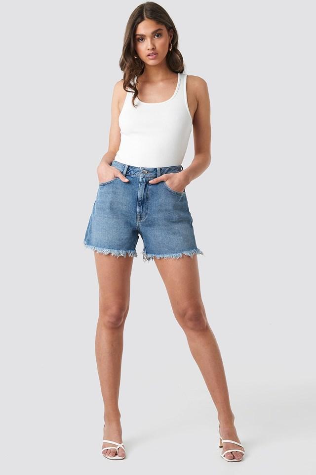 High Waist Raw Hem Denim Shorts Outfit.