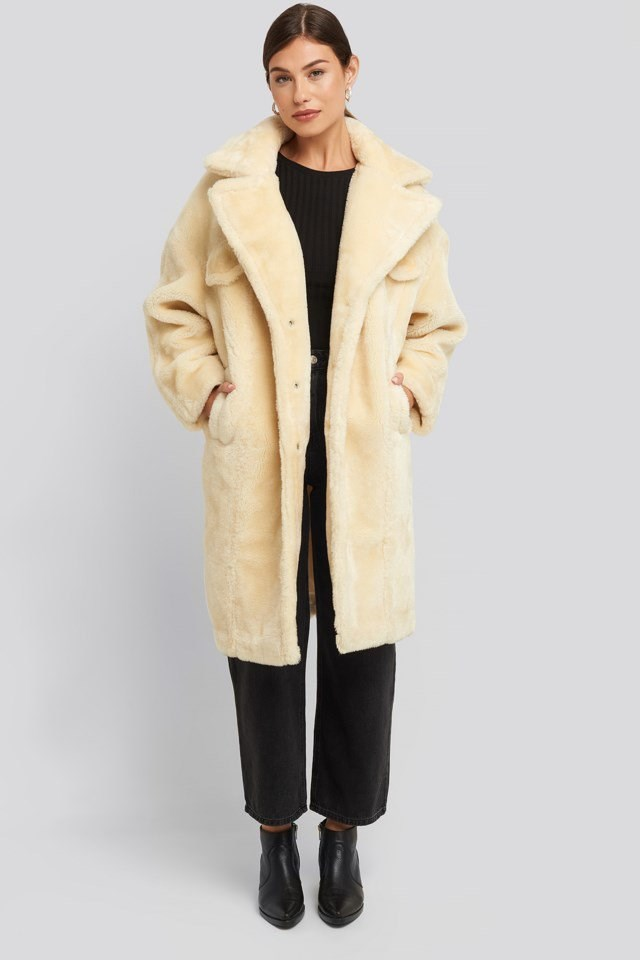 Long Teddy Fur Jacket Look.