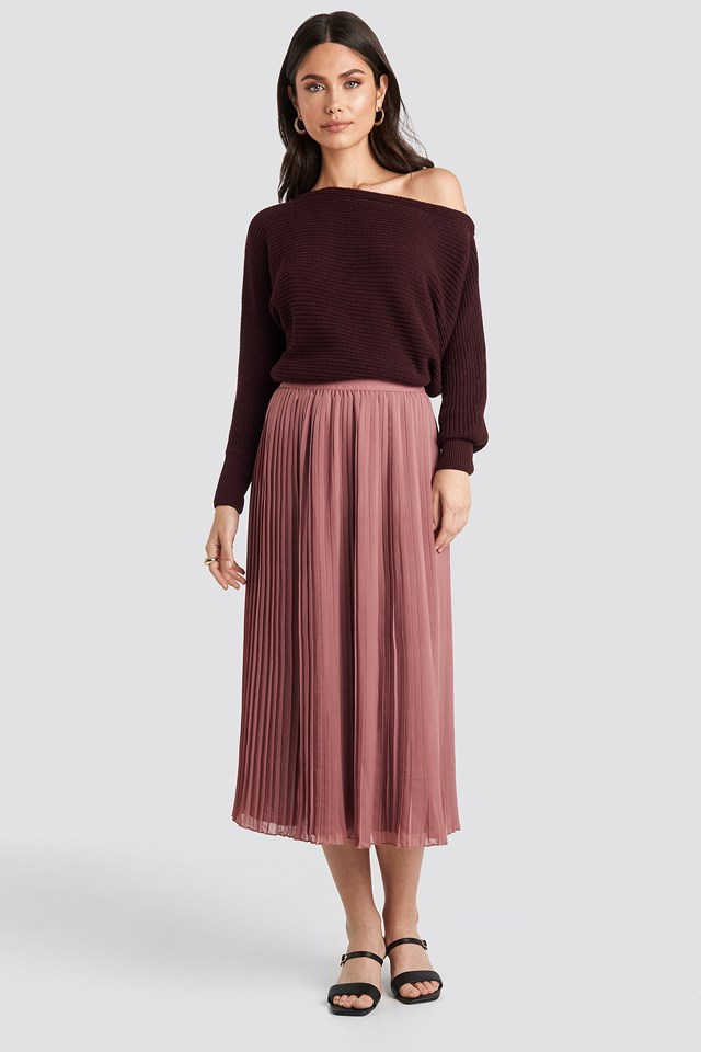 Pleated Long Skirt Pink Outfit.