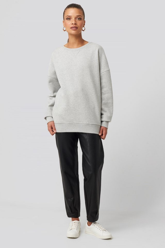 Long Sleeve Crew Neck Sweatshirt Outfit