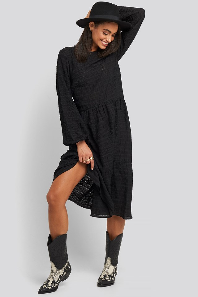 Flowy Structured Maxi Dress Black Outift.