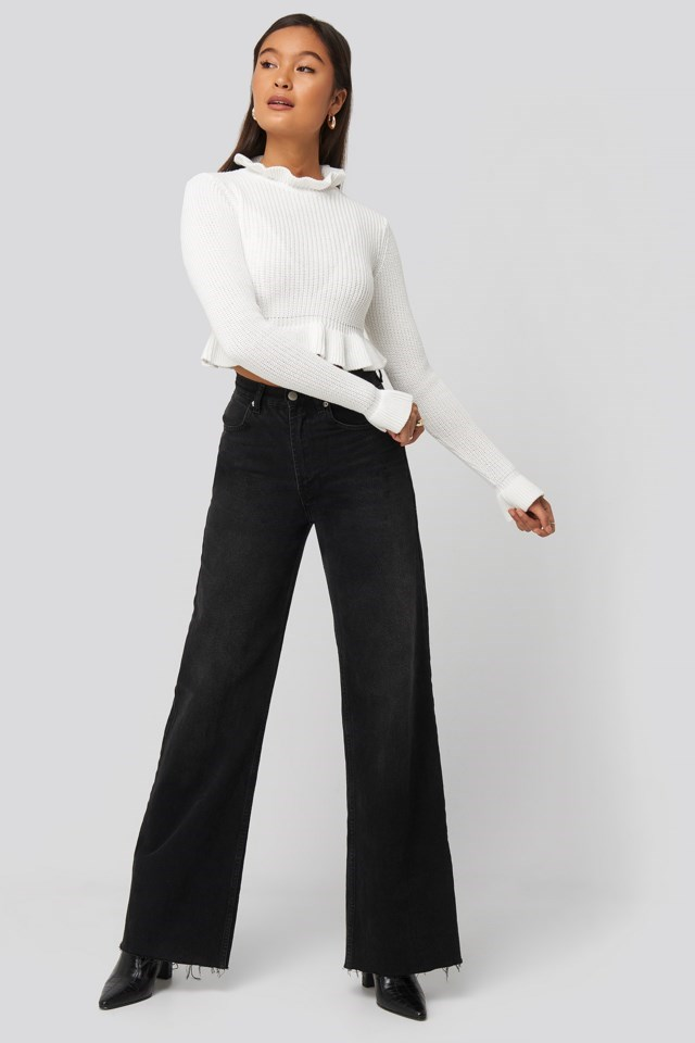 Andrea Badendyck Ruffle Knitted Top Outfit