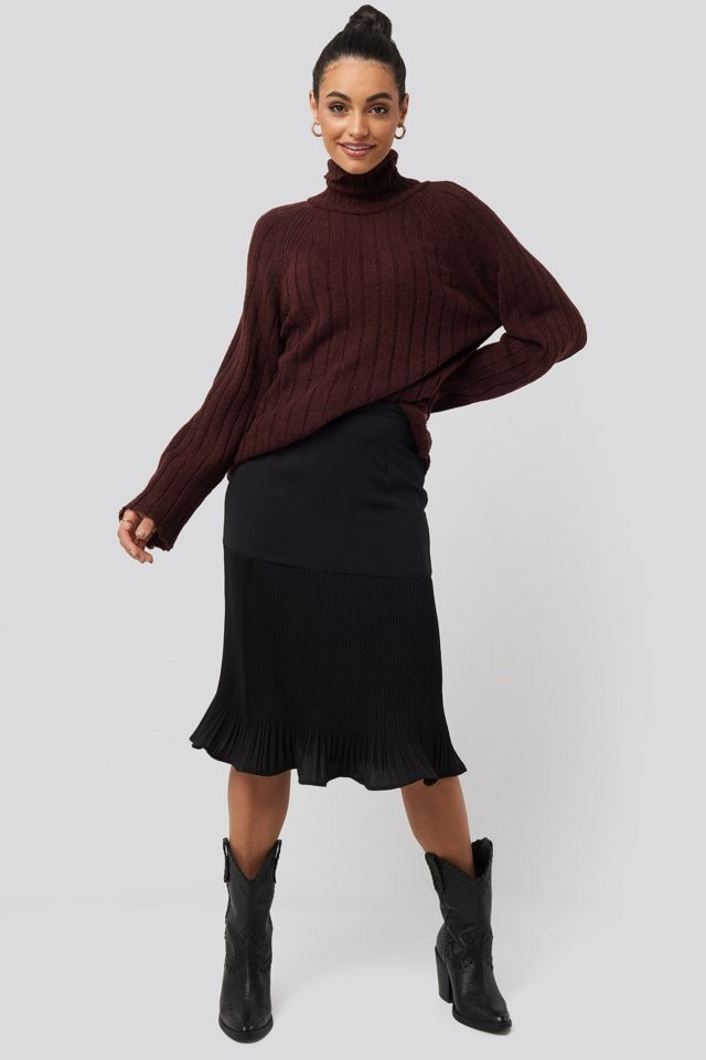 Pleated Detail Skirt Black Outfit