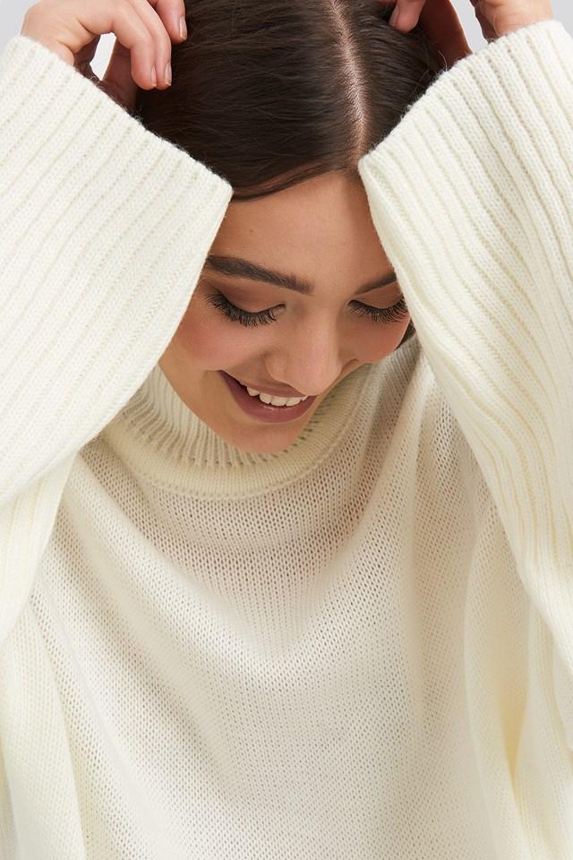 Vertical Neck Sweater Ecru