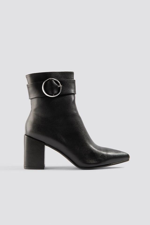 Buckle Boots Chloé B x NA-KD