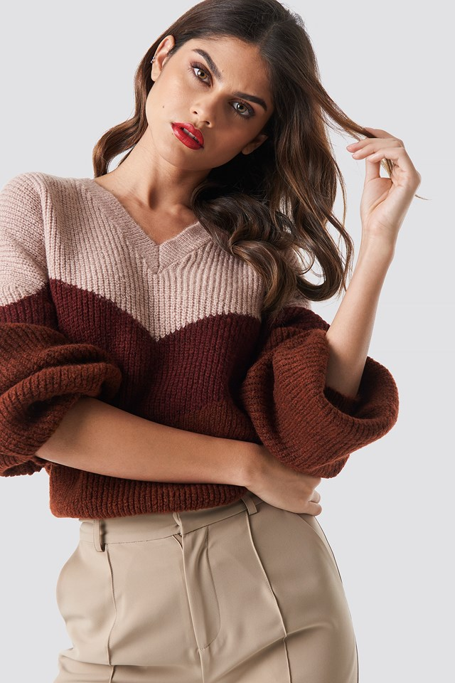Color Blocked V-neck Knitted Sweater NA-KD Trend
