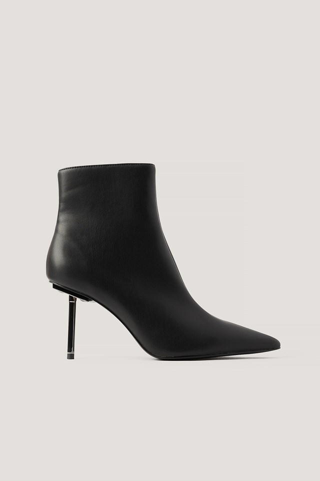 Metal Stiletto Pointy Boots Black