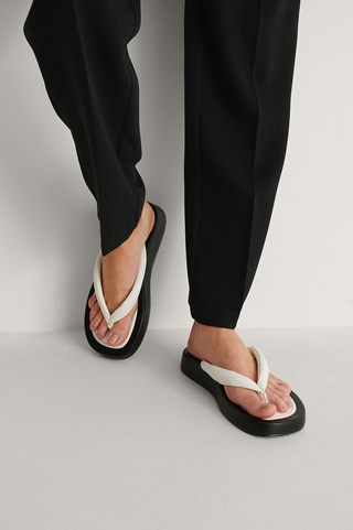 Black/White Chunky Toe Strap Slippers