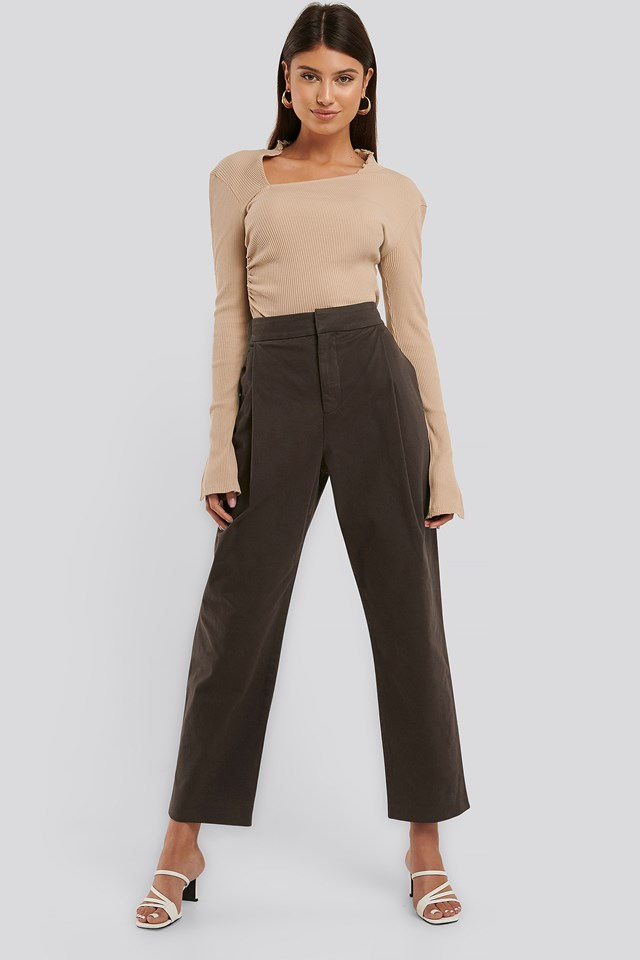 Cropped Pleated Tapered Pants Brown