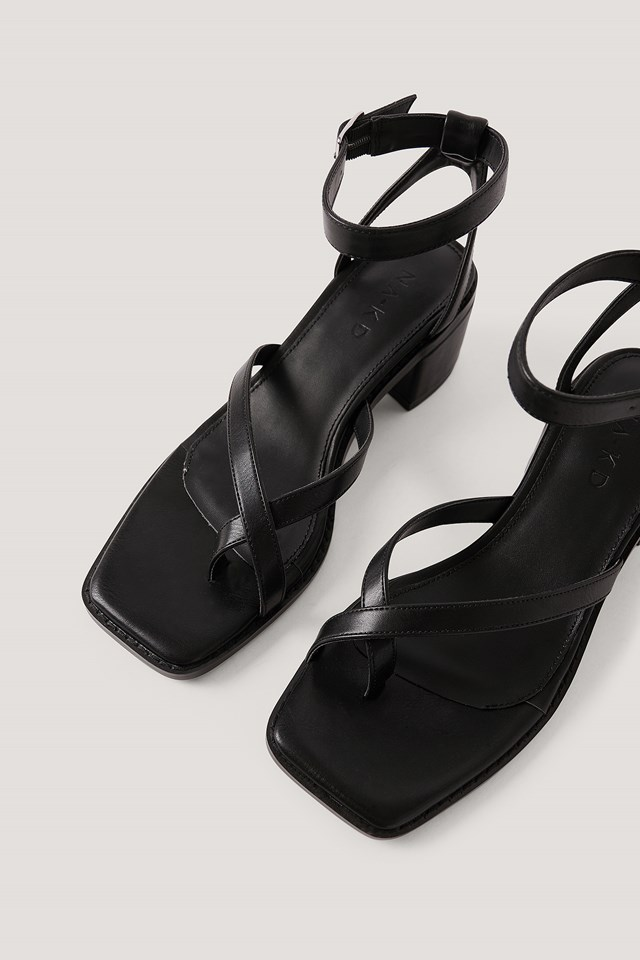 Cross Toe Strap Block Heel Sandals Black