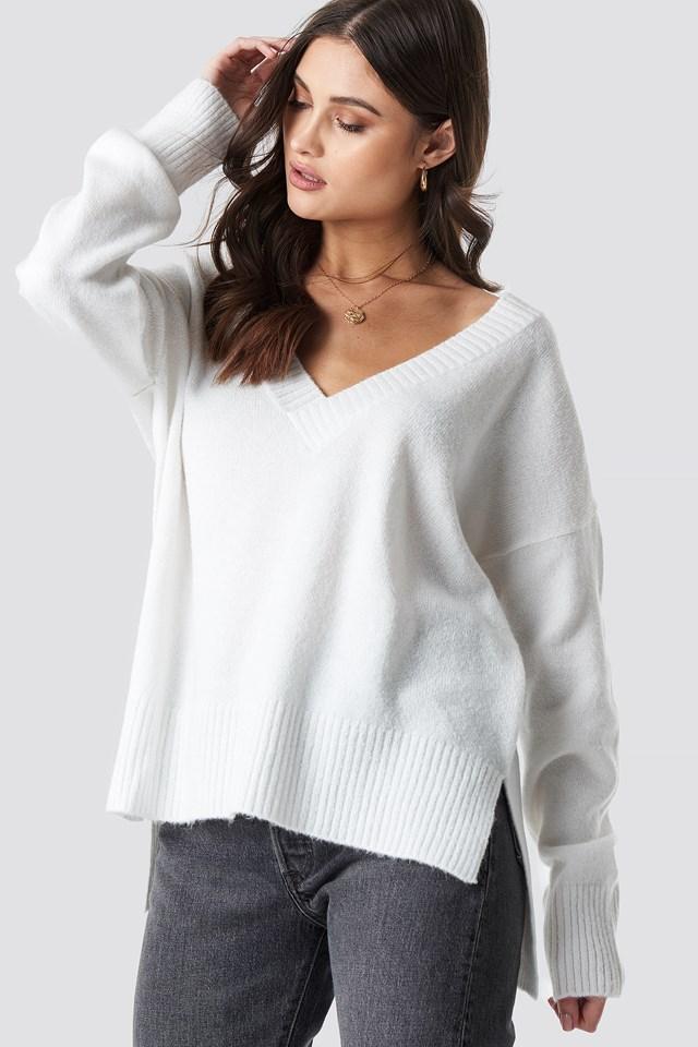 Deep V-neck Oversized Sweater NA-KD