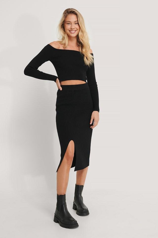 Front Slit Knitted Skirt Black