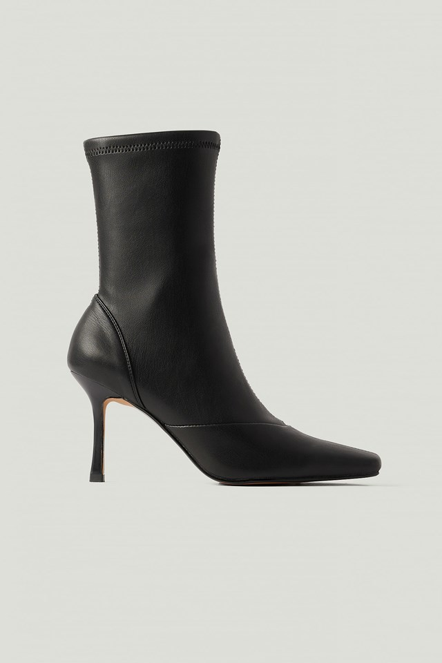 Pointy Hourglass Boots Black