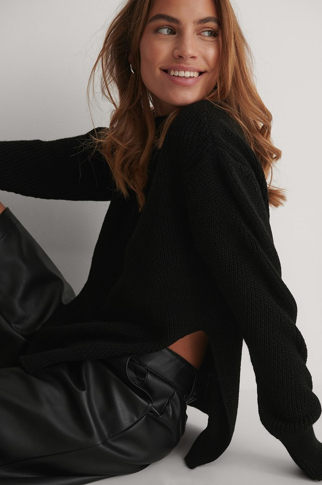 Round Neck Side Slit Knitted Sweater Black