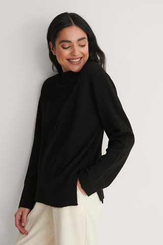 Black Round Neck Side Slit Knitted Sweater