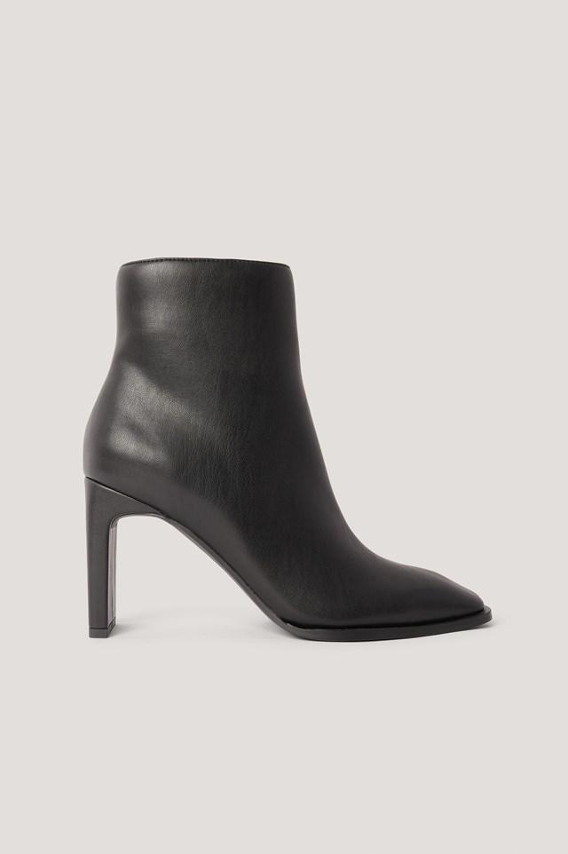 Squared Slanted Toe Boots Black