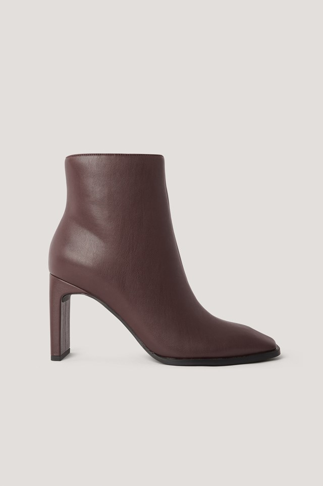 Squared Slanted Toe Boots Chocolate