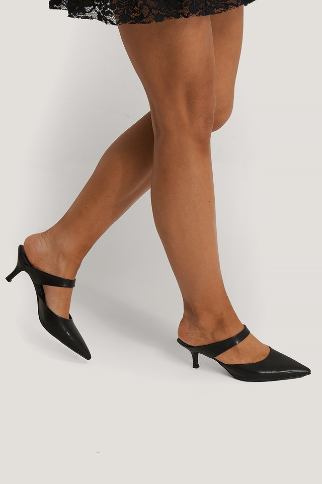 Strap Detail Pointy Pumps Black