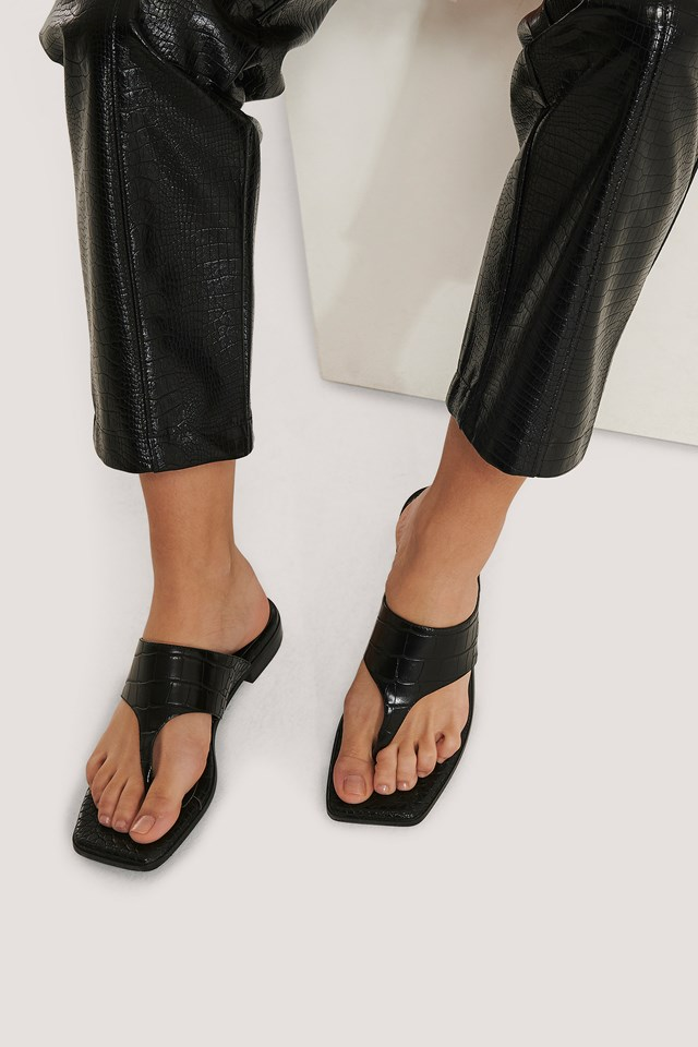 Toe Strap Flats Black