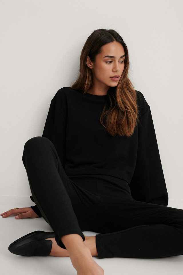 Black Volume Sleeve Cropped Sweatshirt