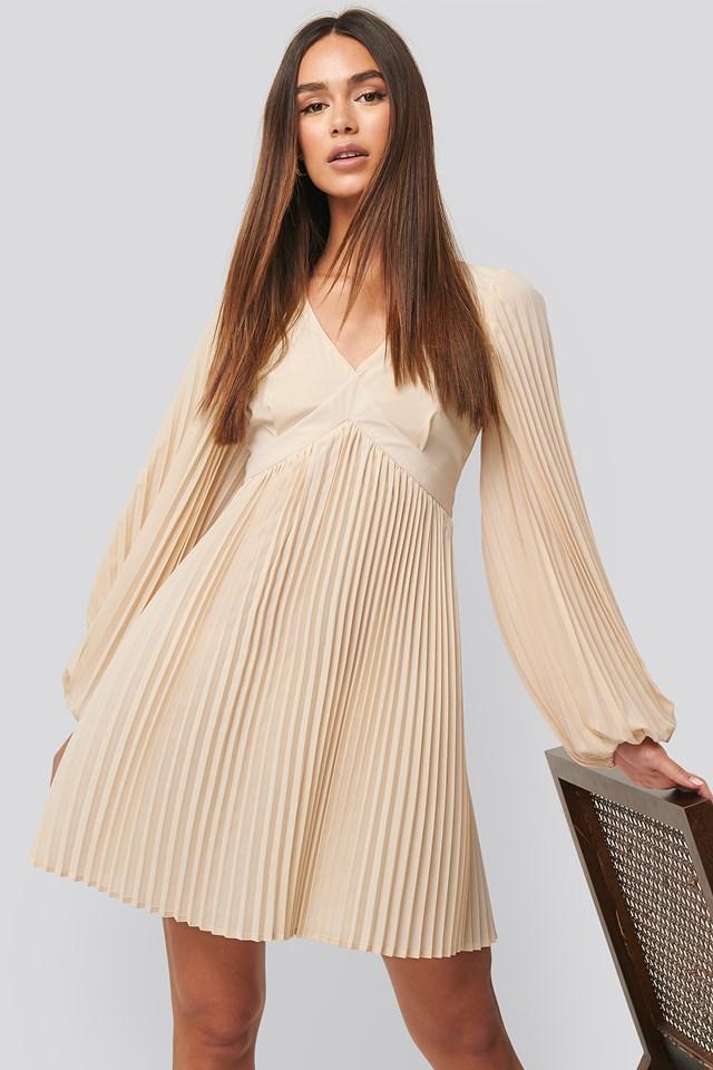 Volume Sleeve Pleated Skirt Dress White