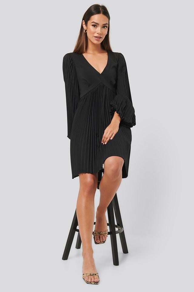Volume Sleeve Pleated Skirt Dress Black