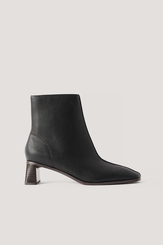 Zylinder Heel Squared Toe Boots Black