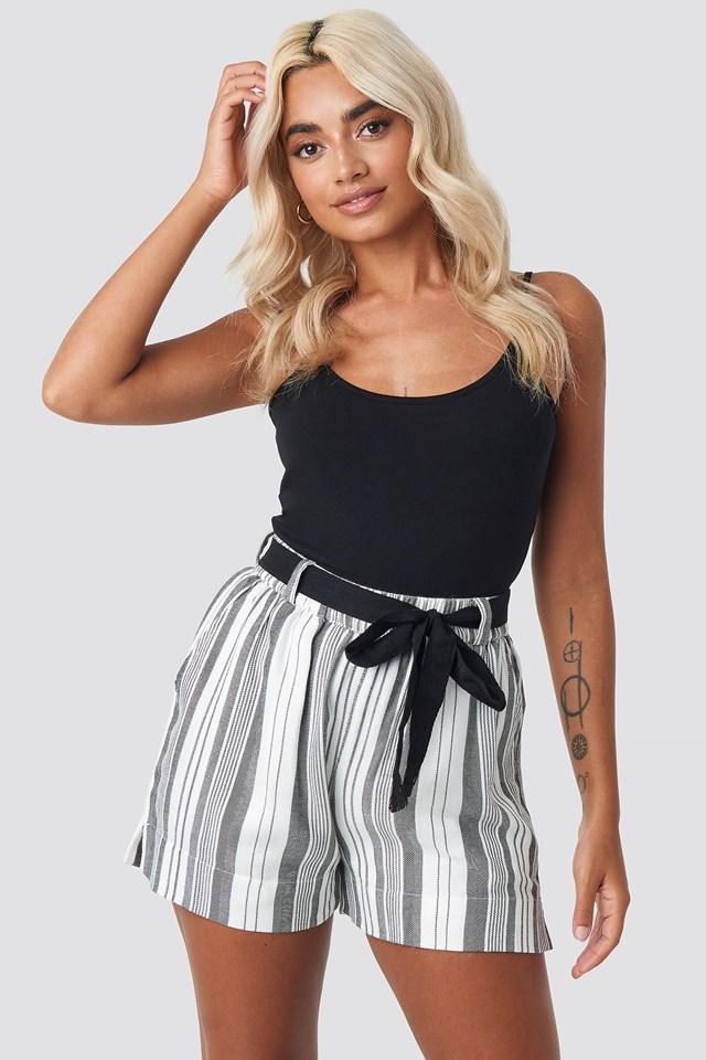 Venka Shorts Offwhite