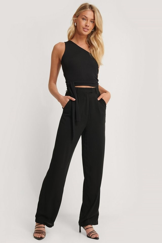 Tie Side Asymmetric Top Outfit.